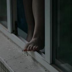Выпрыгнула из окна после липосакции