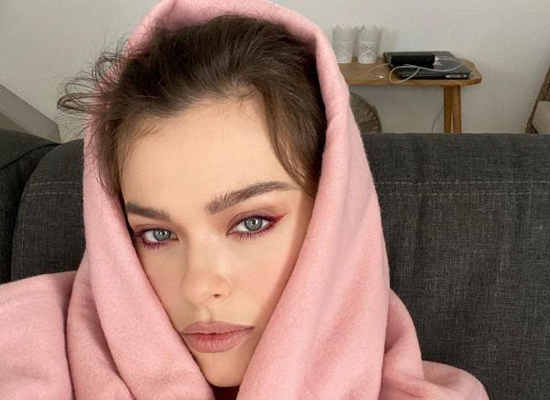 Лена Темникова закачала жир с живота в лицо
